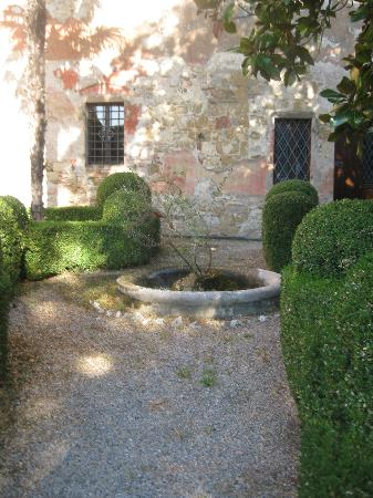 Fattoria Palazzo di Piero : court yard