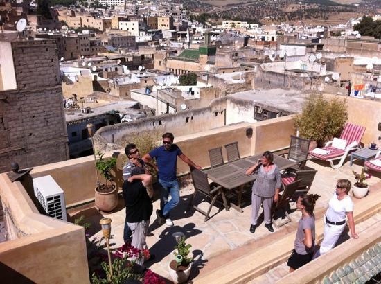 دار ميلودي: La terasse avec une vue sublime sur la ville!