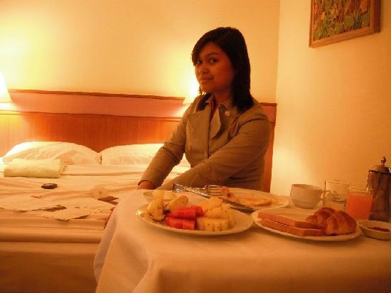 โรงแรมโลตัส สุขุมวิท กรุงเทพฯ: breakfast at my room