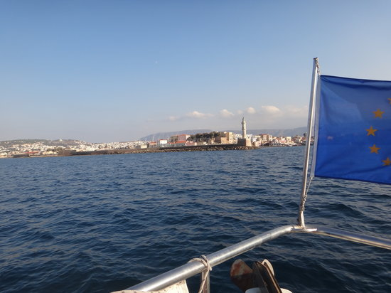 Captain Nick's Glass Bottom Boat Aphrodite : heading back to the harbour...what an amazing view!