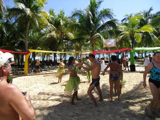 Hotel Riu Palace Mexico: Beach party
