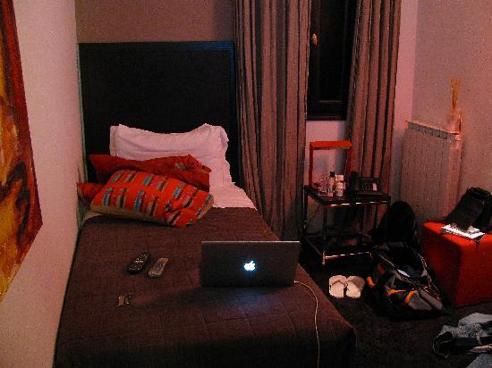 Charming House DD724: Essential Annex Room