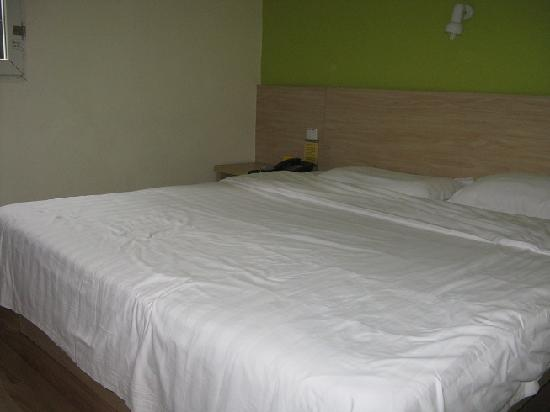 7 Days Inn Chongqing Jiefangbei Pedestrian Street: King sized Bed
