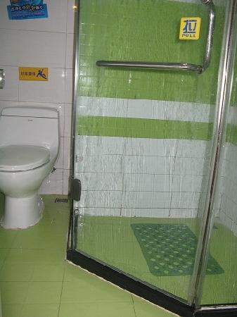 7 Days Inn Chongqing Jiefangbei Pedestrian Street: Bathroom
