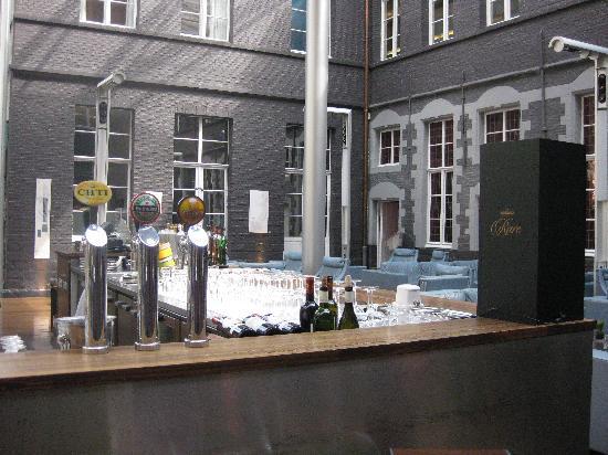 Restaurant de L'Hermitage Gantois : Beau bar moderne de l'Hermitage Gantois
