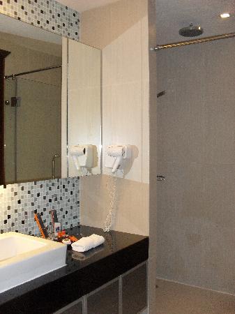 อเดลฟี่สวีท กรุงเทพ: Bathroom 2