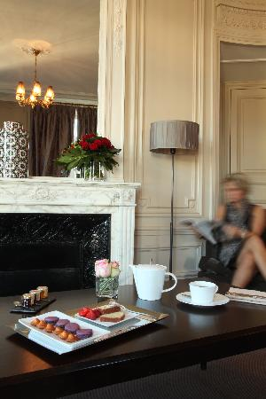 Champs Elysees Plaza Hotel: Tea Time