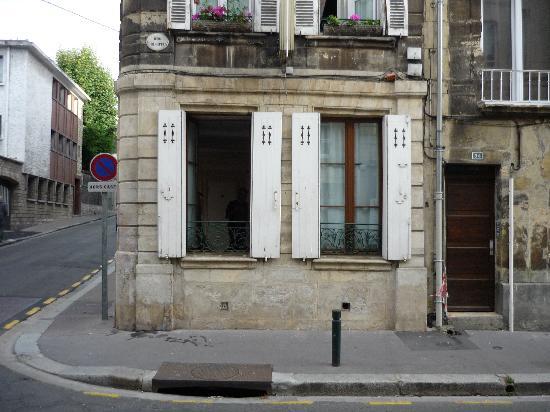 Hotel Saint-Etienne : Finestre stanza