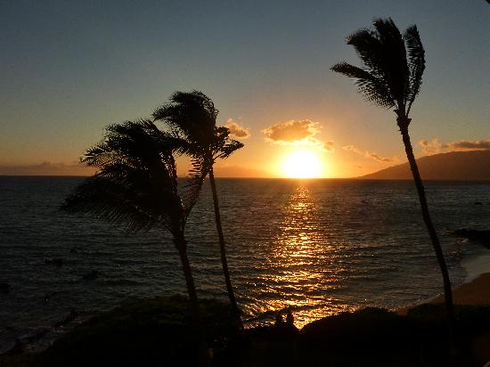 Punahoa Beach Apartments: SUNSET FROM OUR LANAI