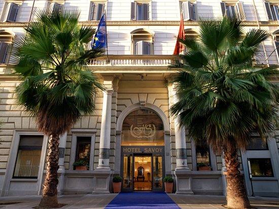 Hotel Savoy: Hotel Entrance