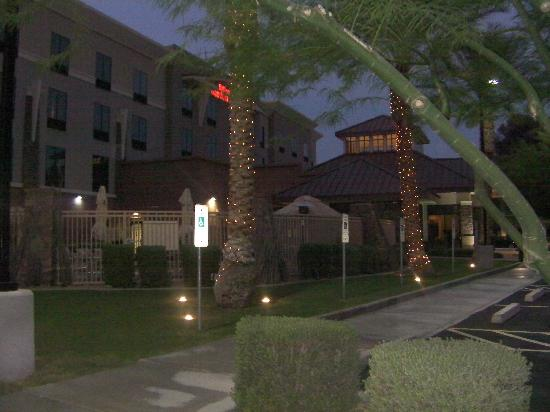 Hilton Garden Inn Phoenix North Happy Valley: Front of hotel