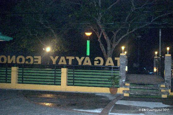 Tagaytay Econo Inn : facade of the hotel in the balcony