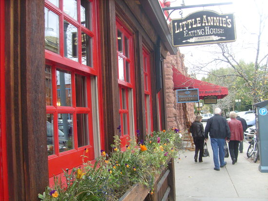 Little Annie's Eating House: So inviting!