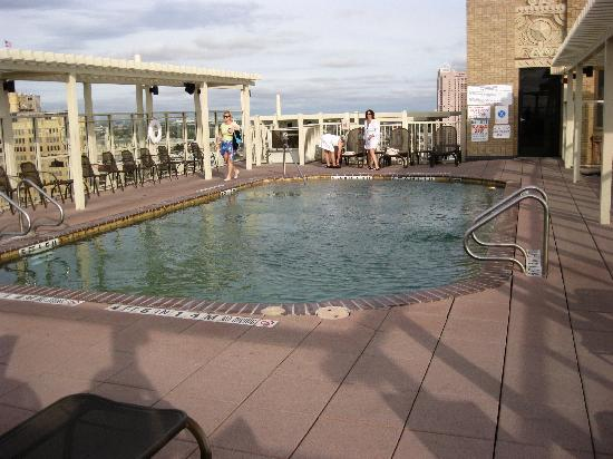 Drury Plaza Hotel San Antonio Riverwalk: The pool 23rd floor