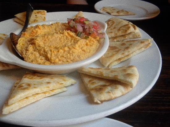 M'coul's Public House: Hummus