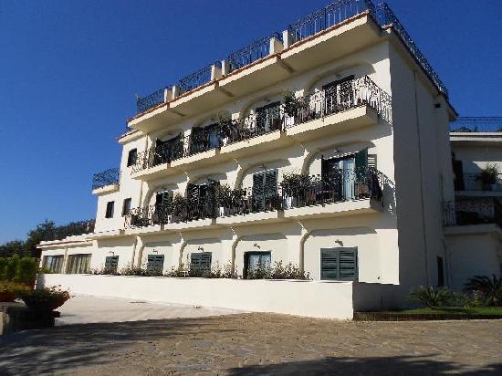 Tui Sensimar Grand Hotel Nastro Azzurro: Occhio Marino Building
