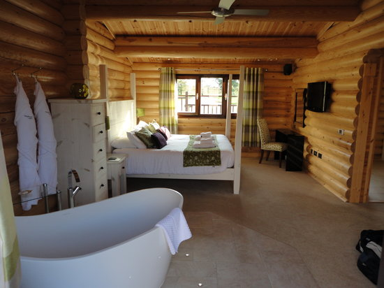 Weybread Lakes Log Cabin Holidays