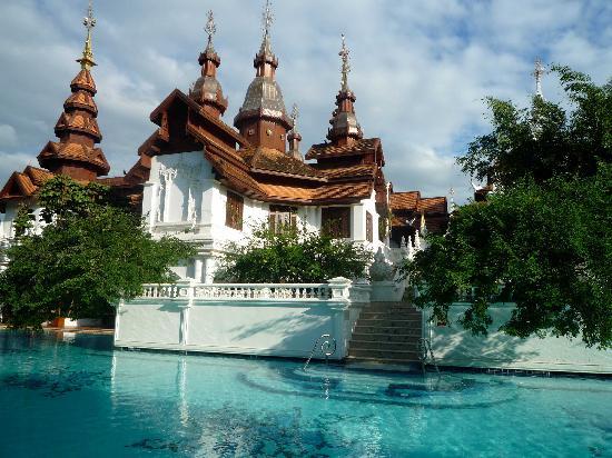 The Dhara Dhevi Chiang Mai: Une des nombreuses piscines