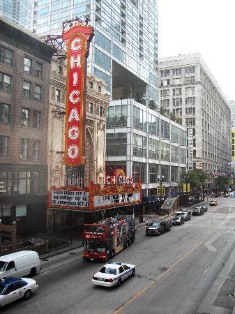 Holiday Inn Chicago Downtown: Near Hotel 02