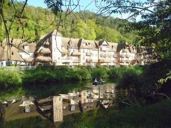 Le Manoir des Deux Amants : Boating at The Manor