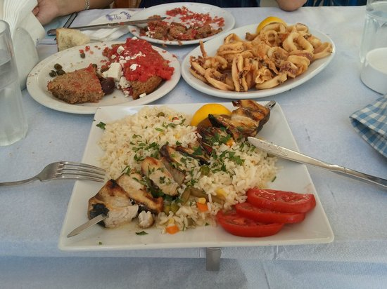 Flisvos : Ensalada Dakos, calamares....