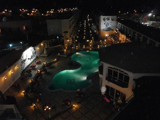 MinaMark Beach Resort: pool area at night