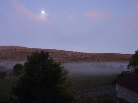Auberge du Chanet : morning mist (view from the window) with full moon