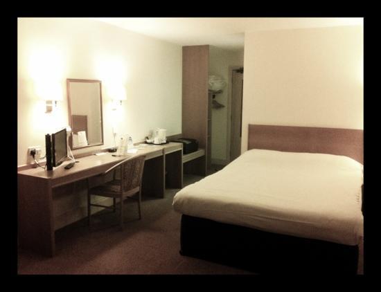 Days Inn Sevenoaks Clacket Lane: my room