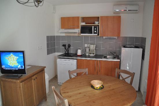 Lagrange Confort+ Residence le Domaine de l'Oliveraie: cuisine équipée