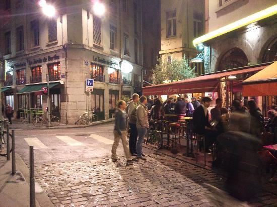 Café 203 : Outside bar