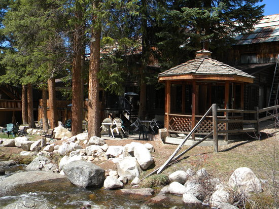 Gentil Rapids Lodge Restaurant: Gazebo In Outdoor Dining Area