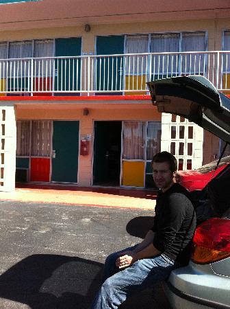 The Thunderbird Inn: Exterior entry of rooms