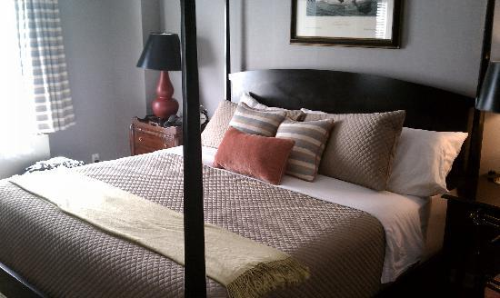 King Size Bed at Colgate Inn