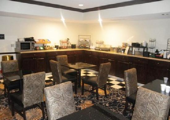 Evangeline Downs Hotel : Complimentary Hot Breakfast Daily 6-10am