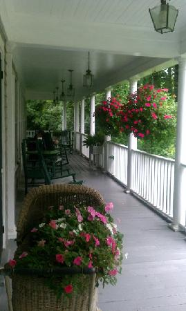 Old Sea Pines Inn: The front porch, great for rocking.