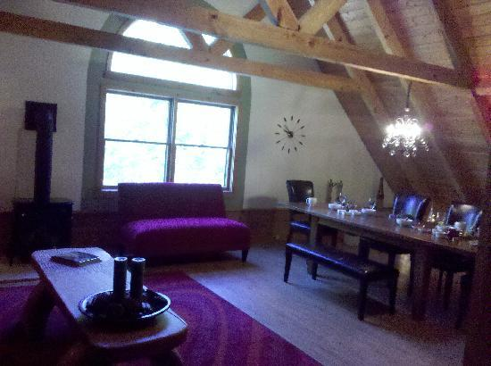 Mountain Horse Farm Bed and Breakfast and Spa: The Breakfast room/Den/relaxing room