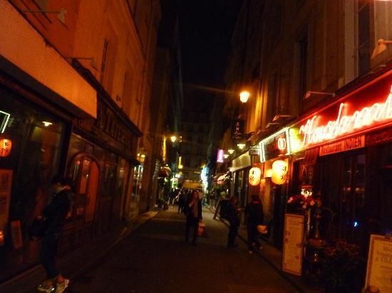 Left Bank - St Germain Des Pres B&B : Fun nightlife!
