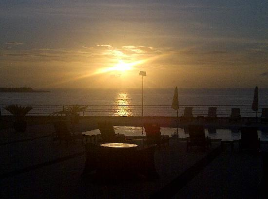 Aparthotel Atlantida Mar: Sunrise 2