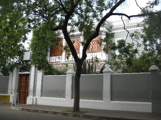 Union Territory of Pondicherry, Indie: French architecture and pictures only outside.