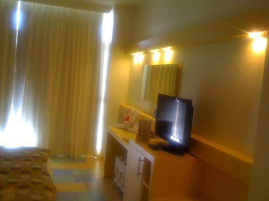 Iberostar Bouganville Playa: bedroom, flat screen TV!