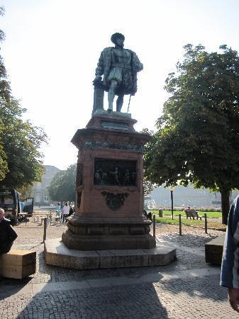 Palace Square (Schlossplatz) : Monument