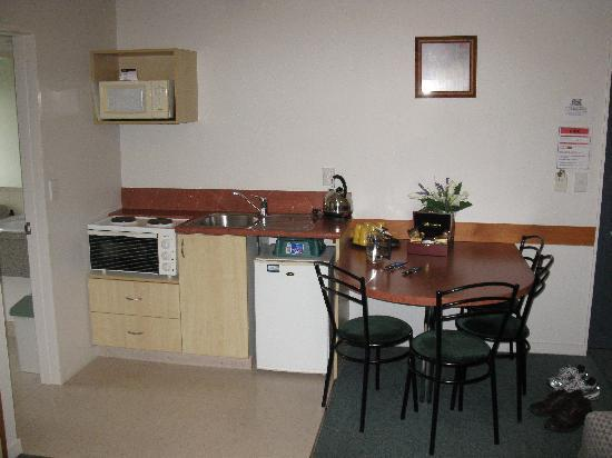 Bella Vista Motel: Kitchen & Eating area