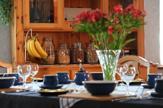 Mandeley Guest House: Breakfast