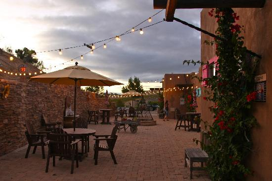 Wild Coyote Estate Winery Bed & Breakfast: Early Evening on the Private Patio for the Casitas