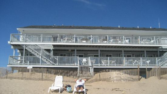 Sandcastle Beachfront Inn: Sandcastle from the ocean