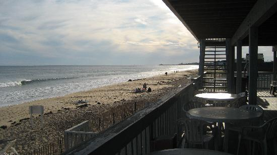 Sandcastle Beachfront Inn: From the deck to the ocean, beautiful