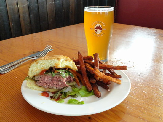 Deschutes Brewery: Elk burger with sweet potato fries