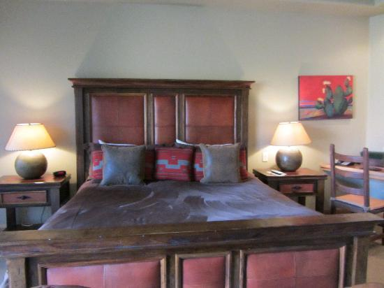 The Inn at Entrada: The bed half of the room