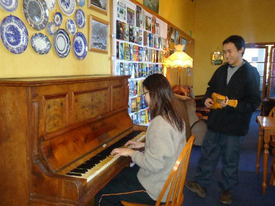 TripInn Hostel, YHA Westport: Piano & other instruments available