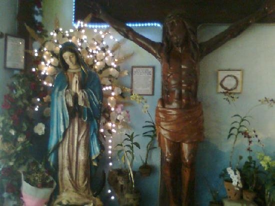 Our Lady of Manaoag/Tierra de María (Muttergottes von Manaoag): Mama Mary and Christ on the Cross